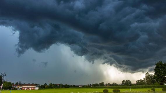 Sonne, Wolken und Starkregen bei maximal 21 Grad
