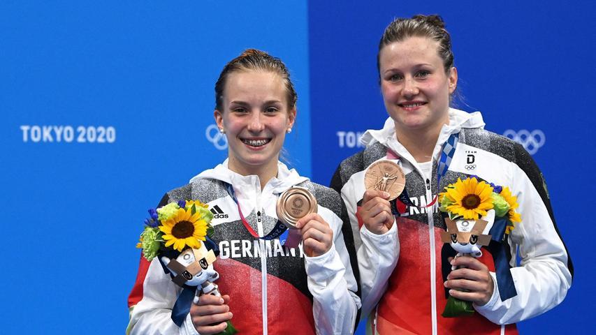 Lena Hentschel (links)und Tina Punzel machten den Auftakt für das deutsche Team. Im Synchronspringen vom Drei-Meter-Brett gewann das Duo die Bronzemedaille.