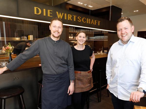 Küchenchef Tim Stricker, Wirtin Dana Brendel und Geschäftsführer Jens Brockerhof (v.li.) ziehen die Fäden in der relativ neuen gastronomischen Adresse: