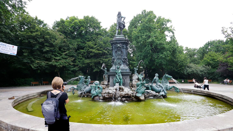 Der Neptunbrunnen im Zentrum des Parks ist ein beliebtes Fotomotiv.