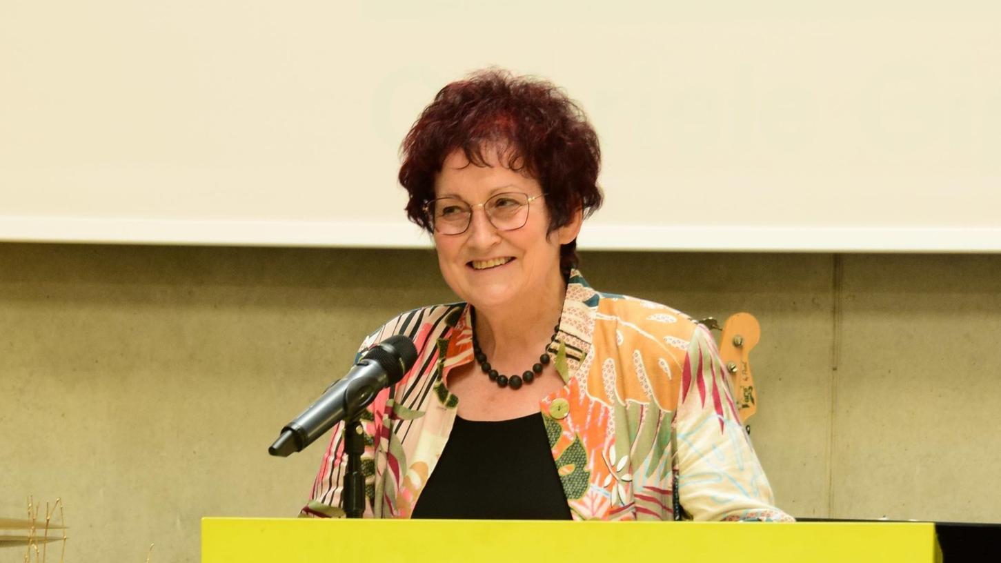 Gabriele Gippner wird nach acht Jahren als Oberstudienrätin mit 65 Jahren in den Ruhestand verabschiedet