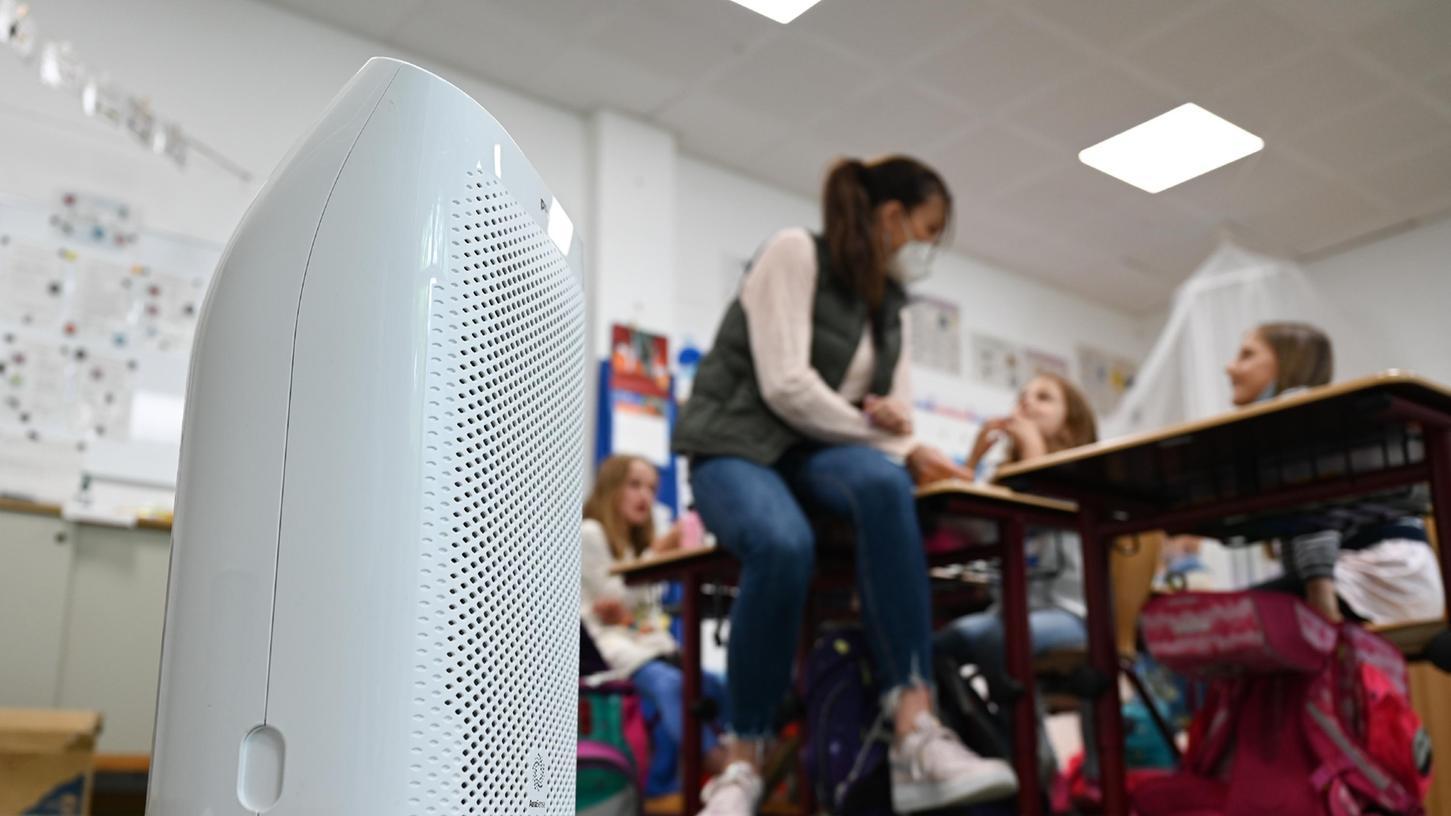 Lüften im Winter ist kalt und unangenehm. Doch daran würden auch Luftfilteranlagen wie diese nichts ändern, so das Umweltbundesamt. Im Schwabacher Stadtrat befürchtet man deshalb sogar eine