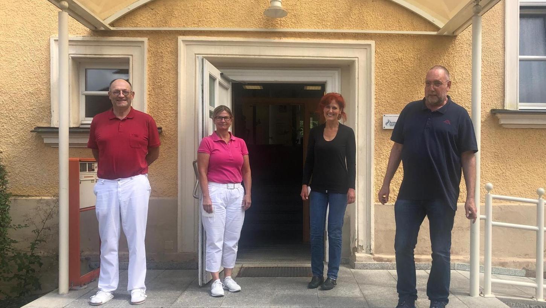 Dr. Heike Seibitz (2. v. l.) ist neu im Team des Hausarztzentrums am Grünhof. Weitere Ärzte sind Roland Hofmann (l.), Rolf-Martin Keinath (r.) und Anja Lindel (2. v. r.).