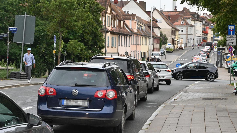 Ärger hatten all die Pendler, Anwohner und Geschäftsleute am Montagmorgen, denn im Stadtnorden ging im Verkehr nahezu überhaupt nichts mehr voran.