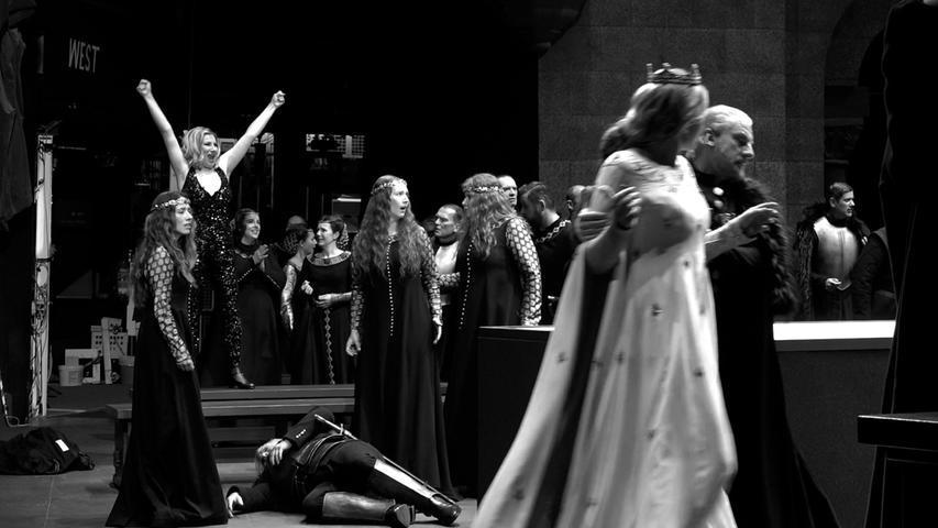 Konfrontation der beiden entscheidenden Frauen in Tannhäusers Leben: Venus (Ekaterina Gubanova, li.) und Elisabeth (Lise Davidsen, re.)