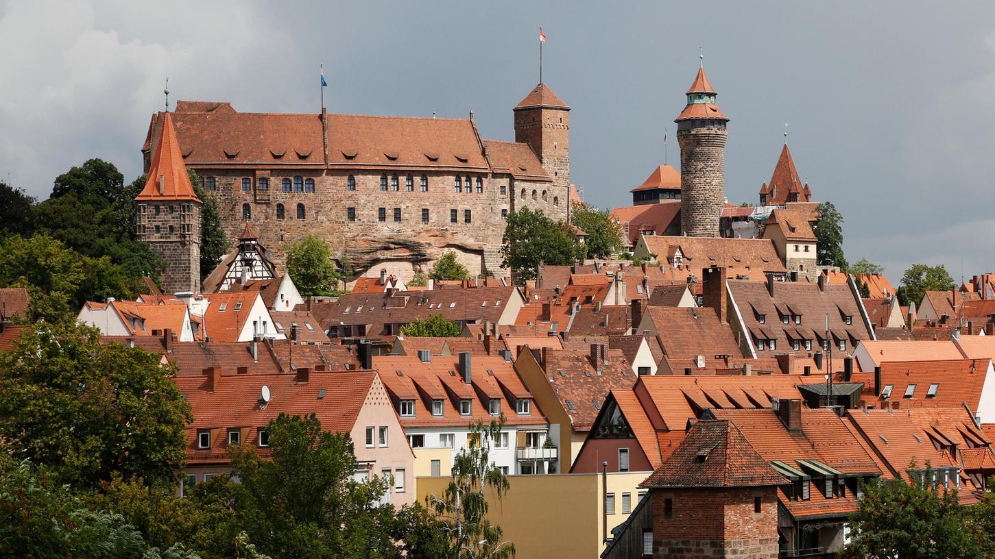 Nürnberg , am 18.08.2020..Ressort: Lokales Foto: Michael Matejka.., Kaiserburg..Blick auf die Kaiserburg ist wieder frei, Kran ist abgebaut; Stadtansicht; Altstadt; Symbol;
