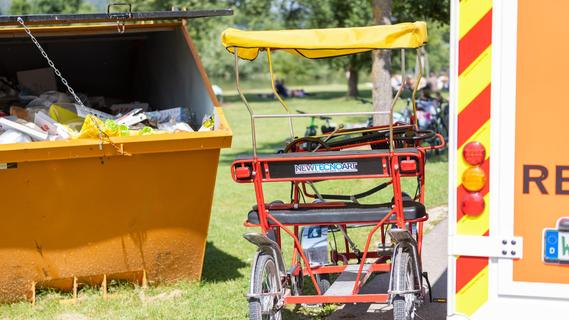 Mit der Fahrradrikscha in einen Müllcontainer gekracht