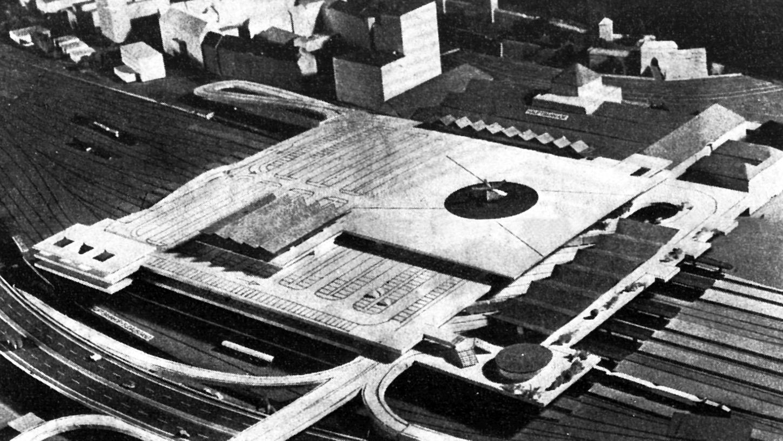 Schon mehrere Jahre alt: die städtische Studie für Parkdecks und Hubschrauber-Landeplatz über den Bahnsteigen. Das Modellbild zeigt den Celtistunnel und den Hauptbahnhof-Südausgang (Mitte links), den Ostast der künftigen Schnellstraße (unten) und das Bahnhofsgebäude mit dem Eingang zum Waffenhof am Königstor (rechts oben).