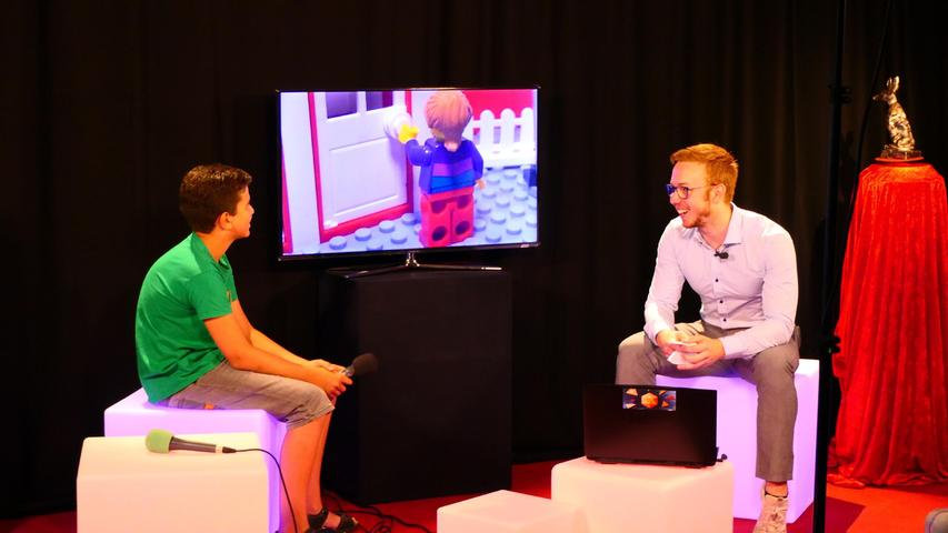 Beim Interview weiß Joshua Villafana (links) noch nicht, dass er gewonnen hat.