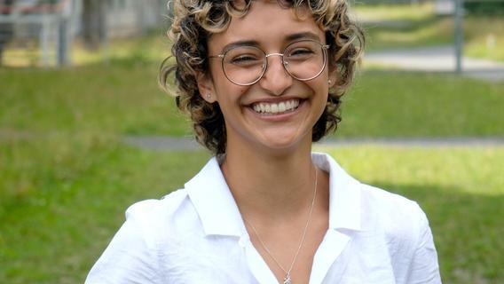 Benigna Munsi ohne Gewand und Lockenperücke: Die 19-Jährige, die das amtierende Nürnberger Christkind ist, gehört mit zum Botschafter-Kreis, derfür die Aktion