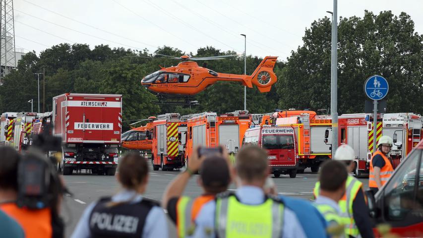 Die Polizei zählte bis zum Dienstagabend 31 Verletzte. Fünf von ihnen wurden intensivmedizinisch versorgt