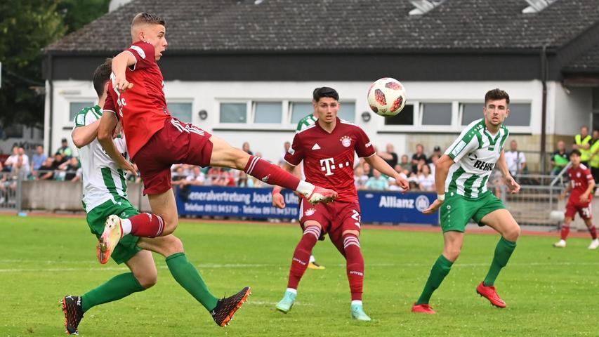 Nach Wiederanpfiff wirkten die Quecken allerdings zunehmend müde, die Bayern hingegen machten einfach weiter. Gabriel Vidovic hatte schon eine gute Chance.