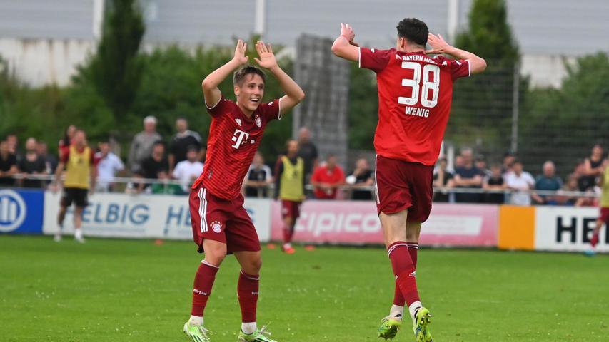 Zum 4:2 traf dann noch Marcel Wenig (rechts), es war der Anfang vom Ende für den SC Eltersdorf, der nun nicht mehr nachlegenkonnte.