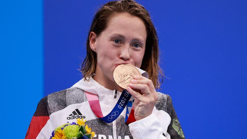 Das tat richtig gut! Sarah Köhler sicherte dendeutschen Beckenschwimmern mit Bronze in Tokio die erste Medaille bei Olympia seit 2008. Die 27-Jährige, zugleich die Verlobte von Deutschlands Schwimm-Star Florian Wellbrock, schlug über die 1500 Meter Freistil hinter den US-Amerikanerinnen Katie Ledecky und Erica Sullivan an.