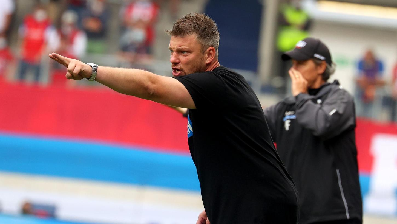 Da steht das Tor:Paderborns neuer Trainer Lukas Kwasniok.