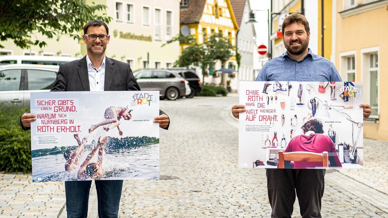 Stolz auf die neue Rother Stadtmarke: Bürgermeister Ralph Edelhäußer und Stadtmarketing-Beauftragter Mark Bartholl mit den ersten Motiven unter dem Motto
