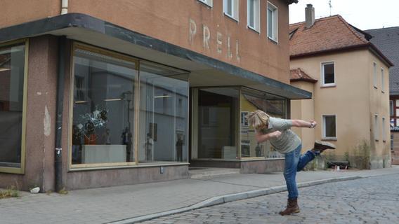 Schwabachs Steinewerfer: Ortung-Künstler erklären ihre polarisierende Aktion