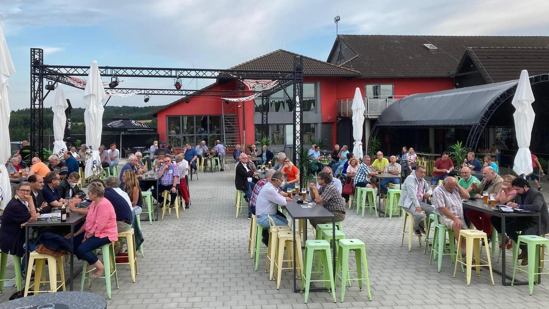 Rund 100 FWG-Mitglieder waren nach Trockau gekommen, um sich die Ansichten von Hans Hümmer und weiterer Fraktionsmitglieder anzuhören.
