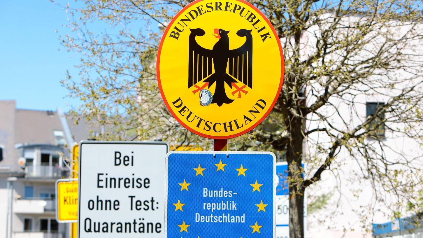 Je nach Urlaubsland gelten in Deutschland für Reiserückkehrer unterschiedliche Regelungen. Eine Testpflicht für alle Reisenden könnte bald dazukommen.