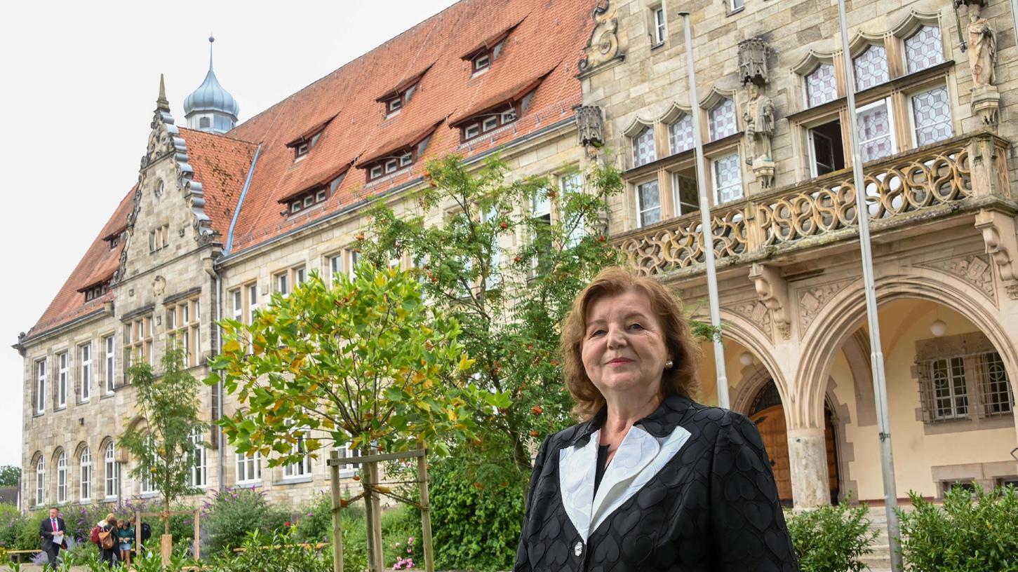 Nach 40 Dienstjahren, die letzten vier Jahre am HGF in Forchheim, geht Ingrid Käfferlein in den Ruhestand.