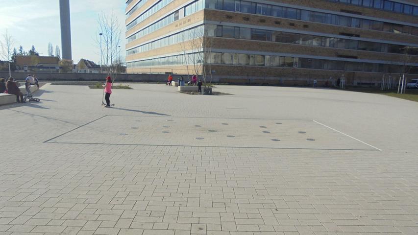 Auch der Quellepark ist nicht überall grün. Allerdings wurde hier ein Teil der Fläche entsiegelt, vorher war sie ein Parkplatz.