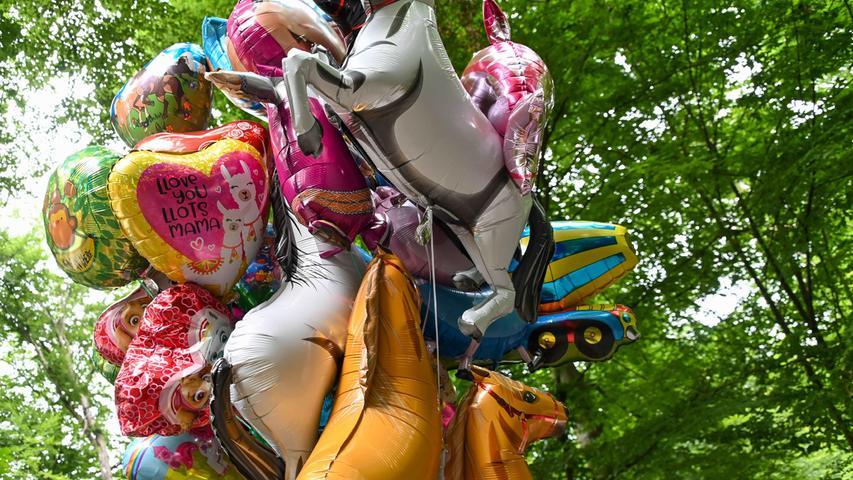 20210727_Annafest-Ersatz__ Buden und Fahrgeschäfte, Süßigkeiten, Kinder-Karussell, Spickerbude, Ketten-Karussell Annafest-Ersatz,   Kellerwald Abrechnung: Pauschale RESSORT: Lokales  ZEITUNG: NN   _      Ausgabe: FOR DATUM:   27.07.2020 FOTO:         Berny Meyer MOTIV: Annafest-Ersatz    ABRECHNUNG:  Pauschale   ( X  )          /           Einzeltermin  (  )