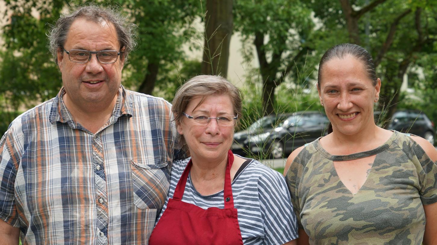 Im Marmelädchen am Joseph-Otto-Platz in Forchheim ist die Liebe zum Selbstgemachten groß. Inhaberin Barbara Sponsel (Mitte) kann auf die Hilfe ihres Mannes Reinhold Sponsel und ihrer Nichte Stefanie Kelm (rechts) zählen.