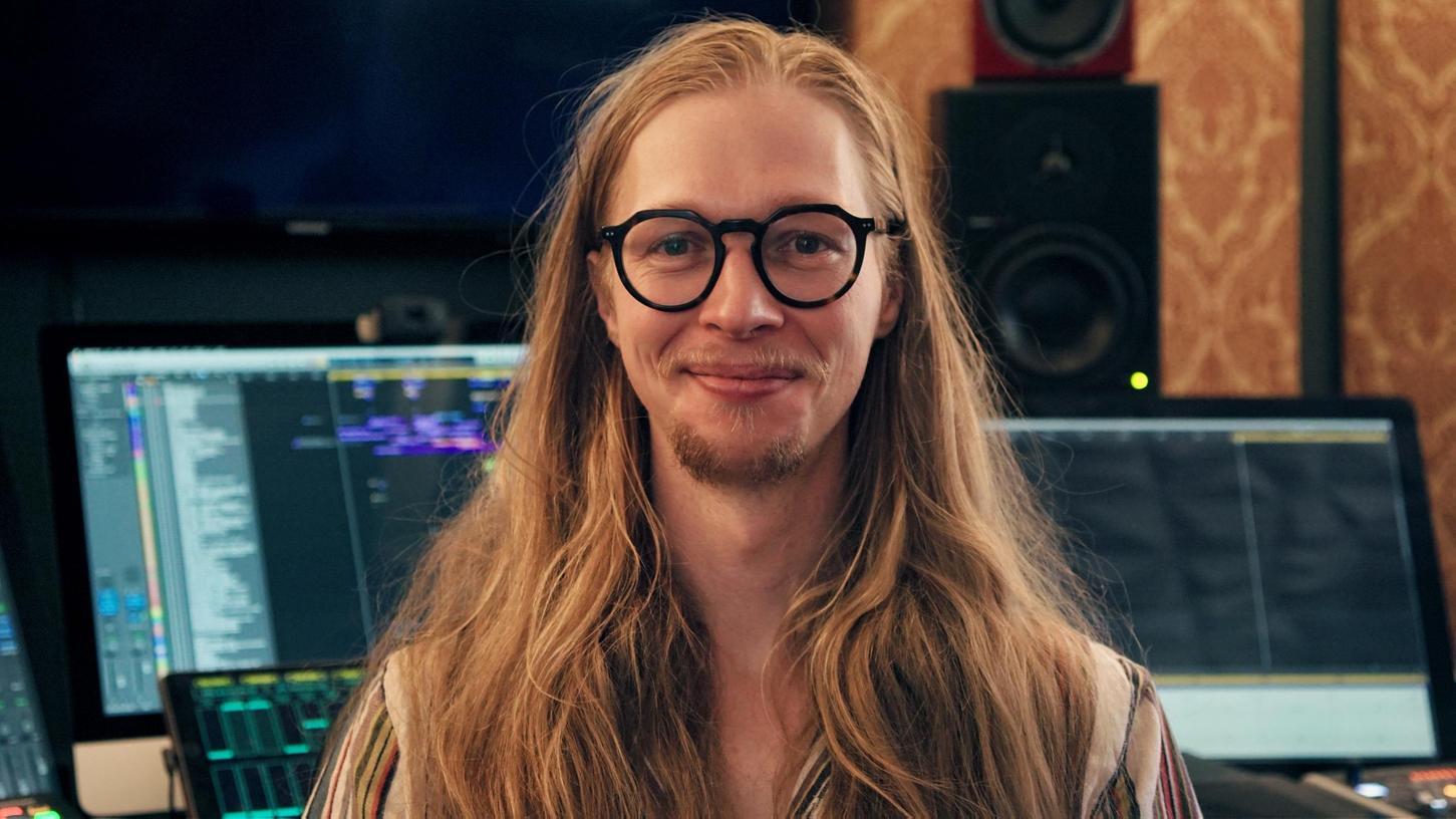 Der Punkrocker und Elektronik-Nerd Julian Scherle aus dem mittelfränkischen Volkersgau (Kammerstein) fand in den Studios von Los Angeles seine Berufung als Filmkomponist.