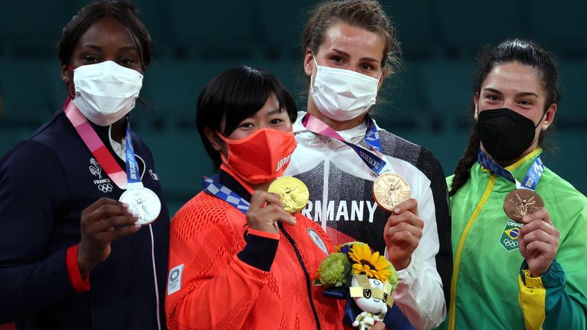 Gold wurde es nicht, immerhin aber Bronze: Weltmeisterin Anna-Maria Wagner reiste gut einen Monat nach ihrem Titel-Coup mit großen Ambitionen nach Tokio. Im Halbfinale verlor die Ravensburgerin allerdings gegen Shori Hamada, eine Lokalmatadorin und weitere Gold-Favoritin. Immerhin sprang für Wagner im ehrwürdigen Judo-Tempel Nippon Budokannoch Platz drei in der Gewichtsklasse bis 78 Kilogramm heraus.