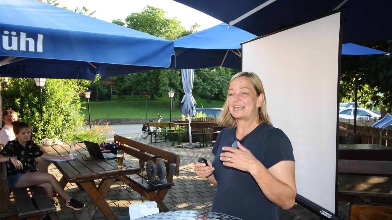 Kristina Becker hat bei den derzeit stattfindenden Bürgerversammlungen gute und herausfordernde Nachrichten im Gepäck.