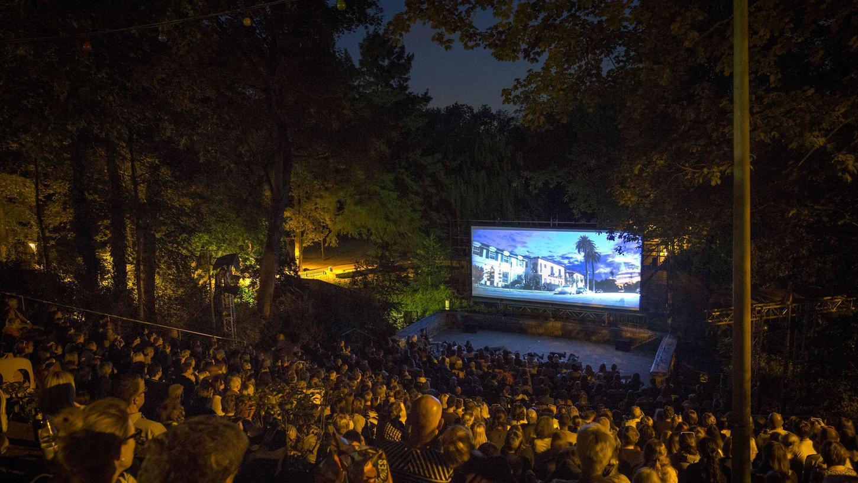 Einer der lauschigsten Spielorte beim SommerNachtFilmFestival: Die Steintribüne im Fürther Stadtpark. Dort startet das Programm am 19. August.