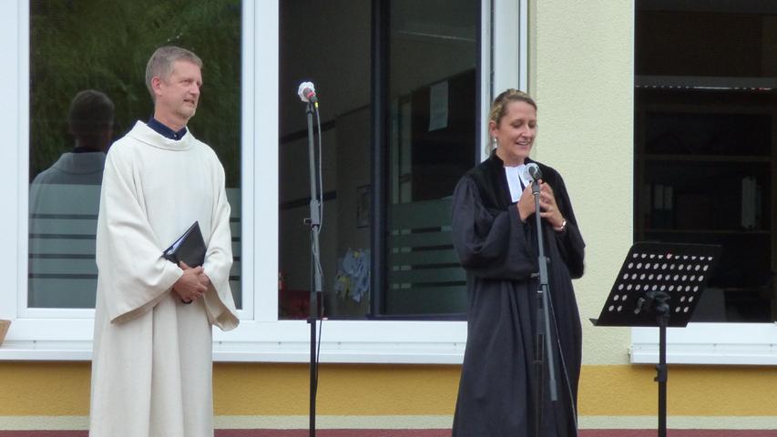 Und auch den kirchlichen Segen beider Konfessionen durften sich die Mittelschülerinnen und -schüler abholen.