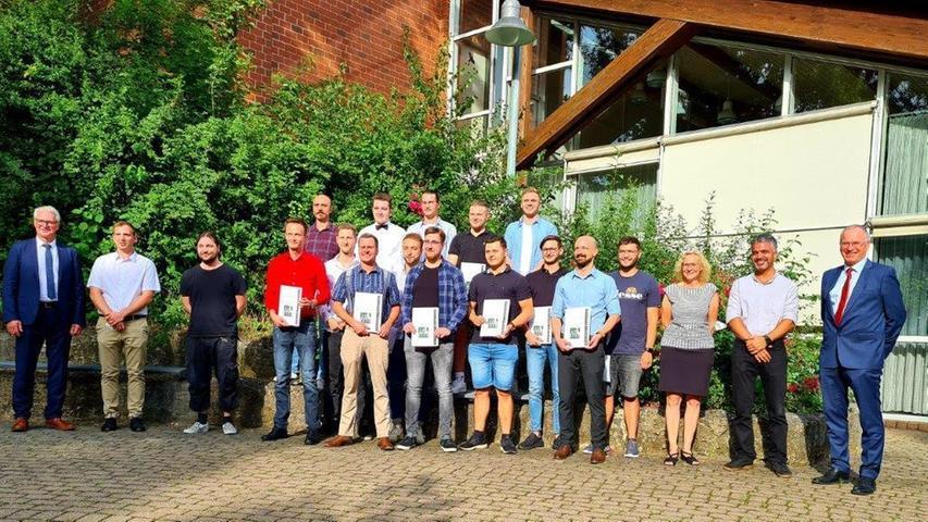 Auch an den Fachschulen Maschinenbautechnik und Mechatronik in Herzogenaurach endete das schwierige Schuljahr 2021 mit einer glanzvollen Zeugnisübergabe.