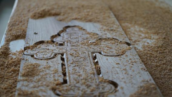 Geheimnisvolles Kreuz in der Dormitzer Kirche gefunden
