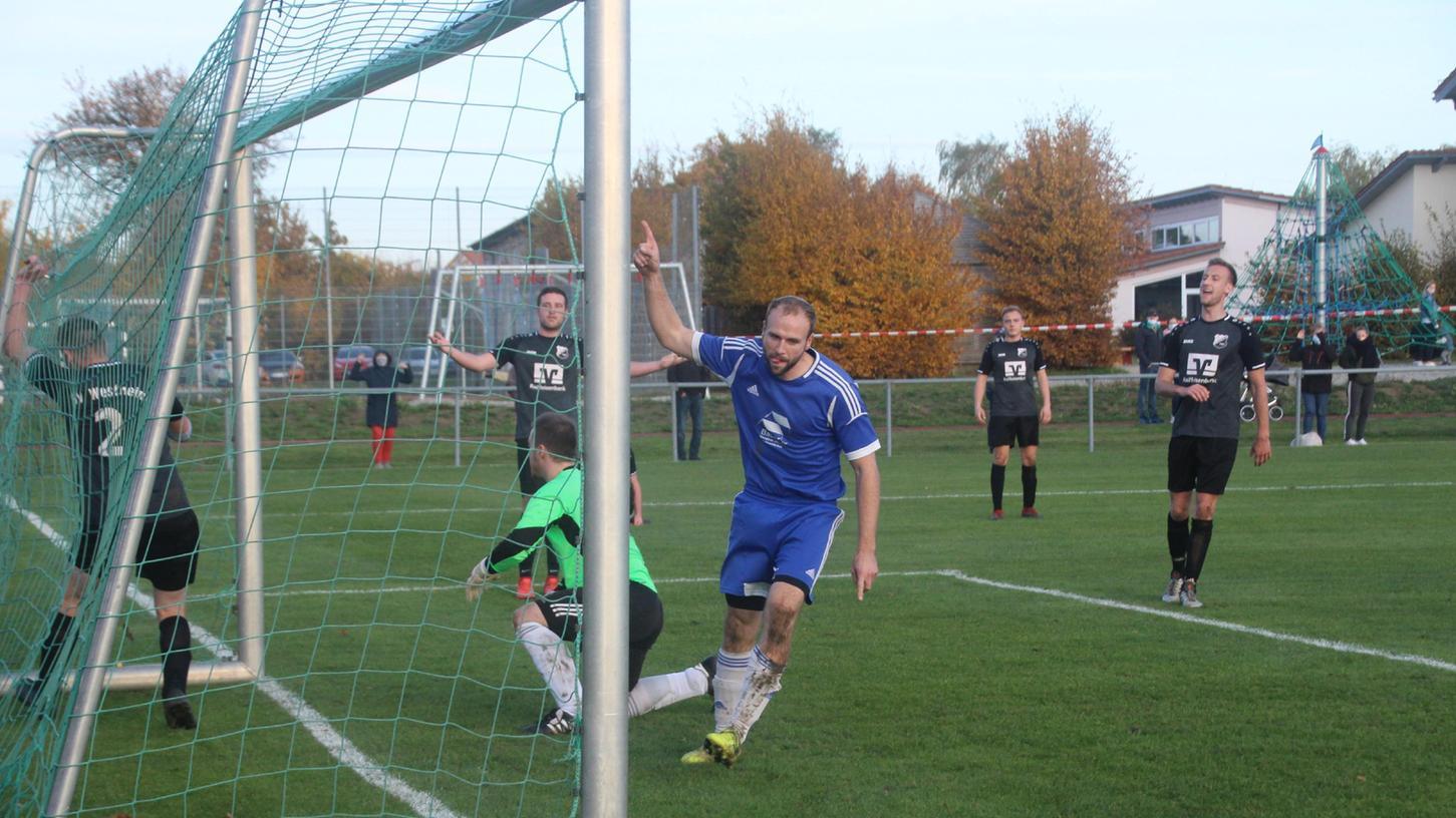 Reif für den Titel? Zumindest mit dem Toreschießen hat es bei der DJK Gnotzheim (blaue Trikots) in der vergangenen Saison im Spiel gegen den SV Westheim geklappt.