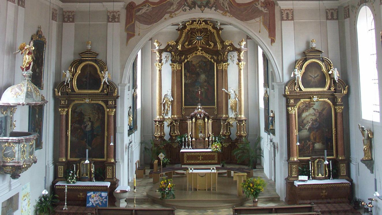 Ein Unbekannter hat am Mittwoch (28. Juli)versucht, den Opferstock der Stadtkirche St. Jakobus Kirche in Greding aufzubrechen.