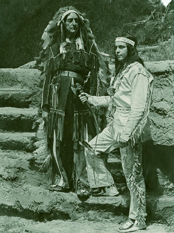 Winnetou und Old Shatterhand in der Aufführung der Freilichtbühne des Nürnberger Tiergartens 1954.