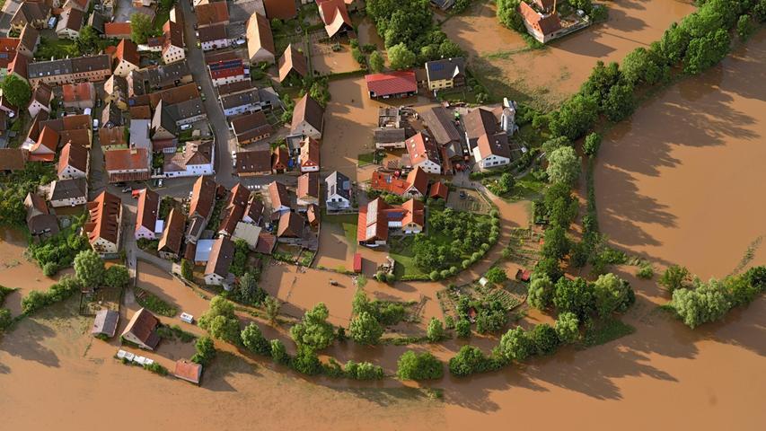Neue Luftaufnahmen zeigen die ganzen Ausmaße des Aisch-Hochwassers