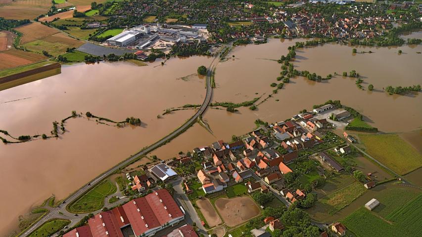 Zwischen Demantsfürth und Uehlfeld war selbst die B470 überschwemmt.