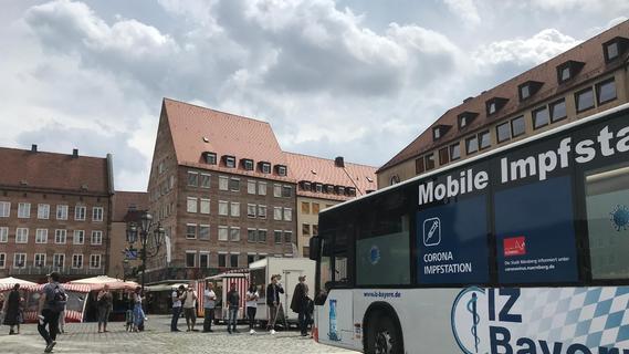 Der Imfbus gastiert zurzeit immer wieder auf dem Hauptmarkt - das Angebot wird gern angenommen.