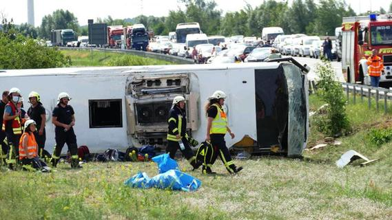 Reisebusunglück in Brandenburg: 19 Menschen verletzt - 9 davon schwer