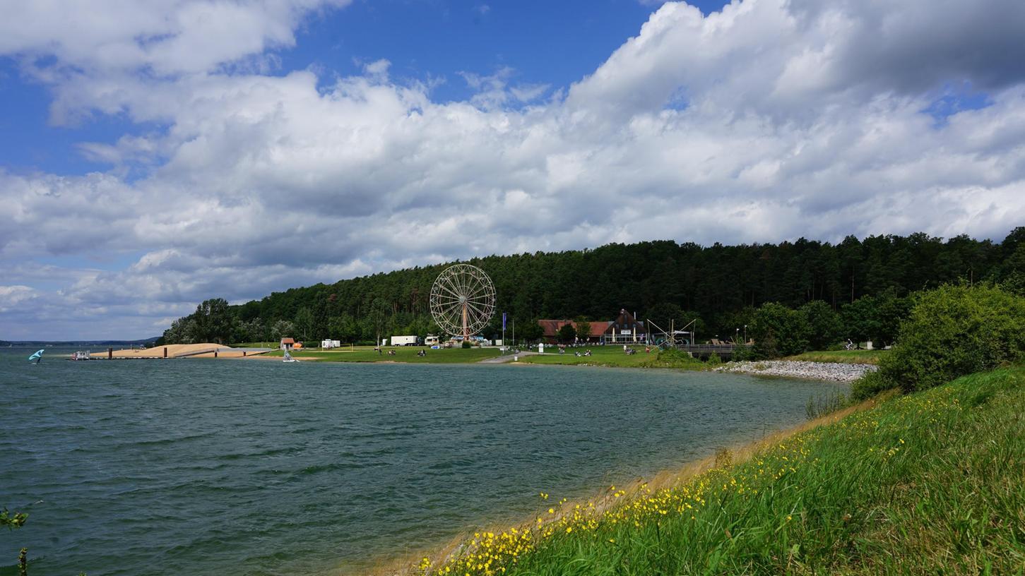 Am Ufer des Brombachsees bei Allmannsdorf steht jetzt das Riesenrad von Michael Drliczek aus Fürth. Es ist über 30 Meter hoch und bietet Fahrten in luftiger Höhe mit einem wunderbaren Ausblick.