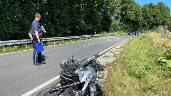 Trotz Reanimation: Motorradfahrer stirbt nach Unfall auf Landstraße