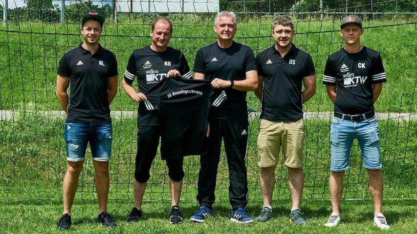 Die Fußball-Führungsriege der SG Nennslingen/Bergen mit dem neuen Trainer Gerd Hilbert in der Mitte.