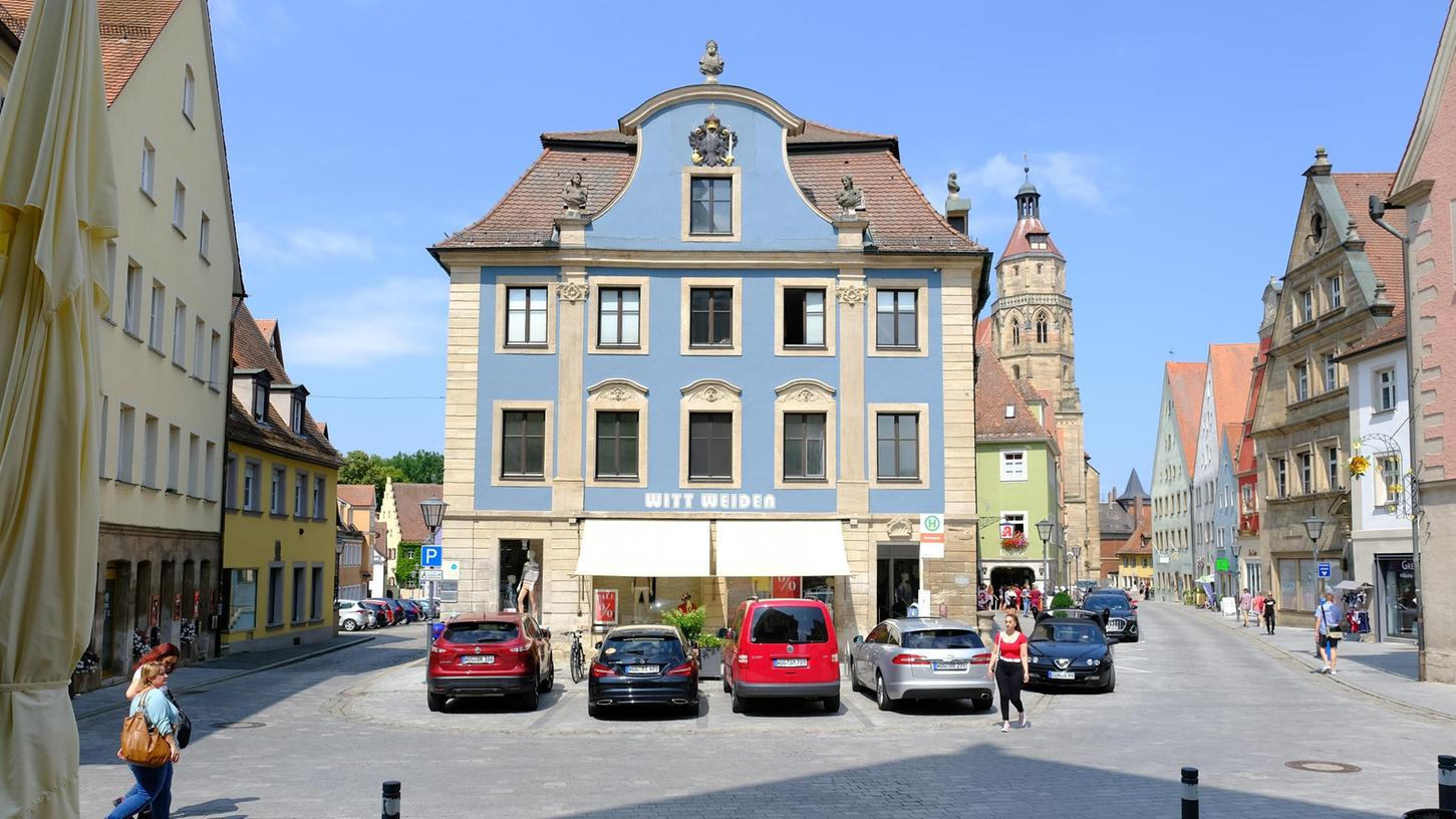 Das neue Altstadtverkehrskonzept für Weißenburg schlägt unter anderem vor, am Blauen Haus die Durchfahrt zu sperren, um so das angrenzende Quartier um bis zu 600 Fahrzeuge pro tag zu entlasten.