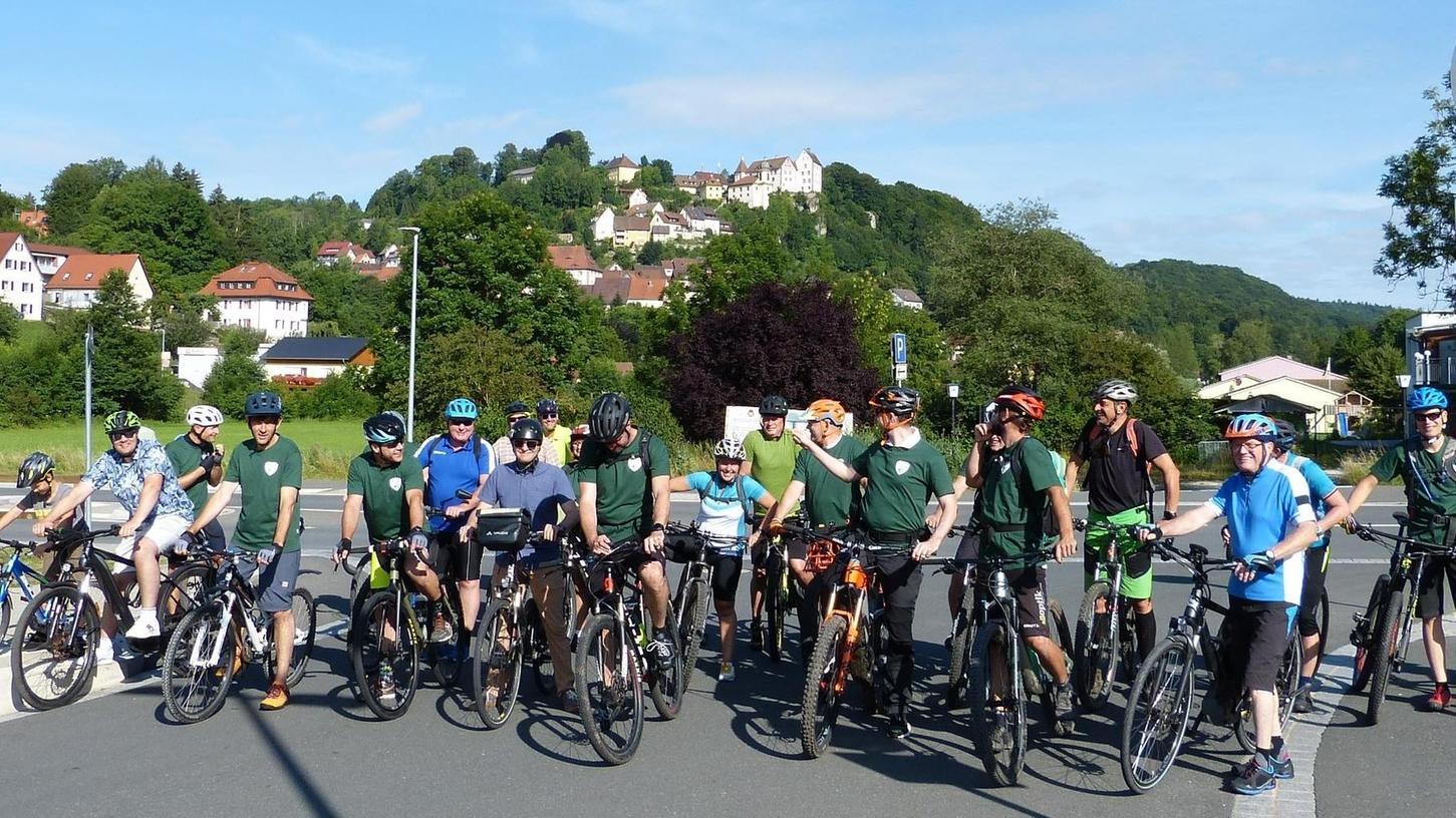 Fast 25 begeisterte Biker machten sich in Egloffstein auf den Weg, den ersten Teil der neuen Bike-Schaukel abzufahren.