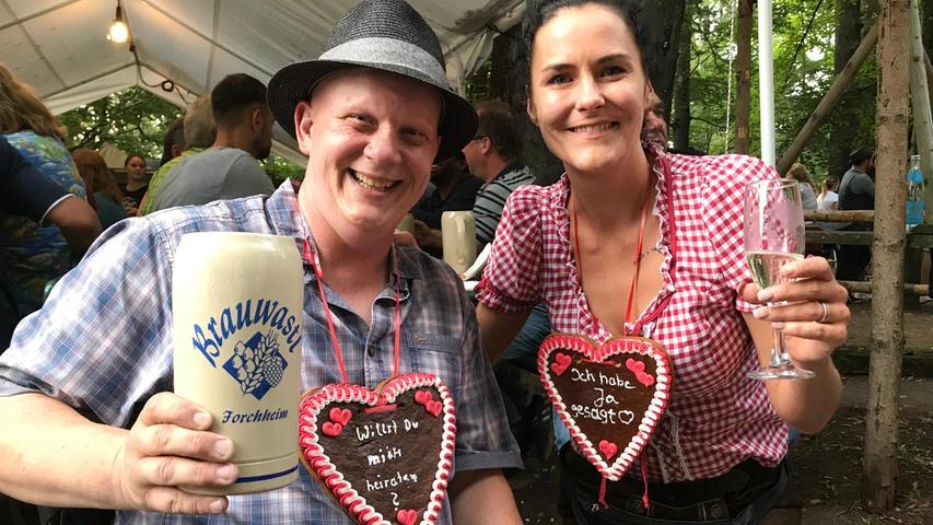 Heiratsantrag auf dem Annafest: Christian Feeß und Nicole Raithel haben sich vor zwei Jahren auf dem Annafest verlobt und in der Zwischenzeit den Bund fürs Leben geschlossen.