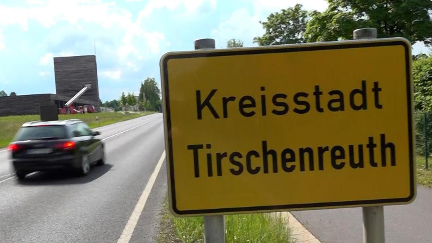 Tirschenreuth ist weit weg von Auerbach. Örtliche Kommunalpolitiker erheben Protest gegen eine von München geplante Zuweisung in den dortigen Stimmkreis bei der Landtagswahl.