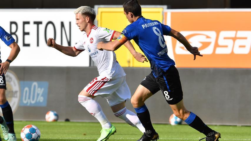 30.07.2021 --- Fussball --- Saison 2021 2022 --- 2. Fussball - Bundesliga --- 02. Spieltag: SC Paderborn 07 - 1. FC Nürnberg FCN ( Club ) --- Foto: 1. FC Nürnberg / WoZi --- DFL regulations prohibit any use of photographs as image sequences and/or quasi-video - ....Lino Tempelmann (6, 1. FC Nürnberg / FCN ) Ron Schallenberg (8, SC Paderborn 07 )