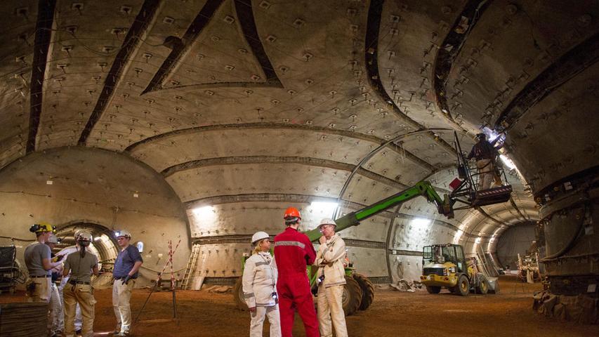 Bergleute stehen im Atomendlager Schacht Konrad in Salzgitter (Niedersachsen). In dem stillgelegten Eisenerzbergwerk wird ein Endlager fürschwach- und mittelradioaktivenAtommüll gebaut.